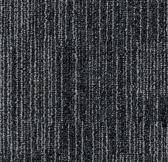 çizgi desenli siyah karo halı