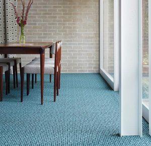 mavi mozaik desenli rulo halı
