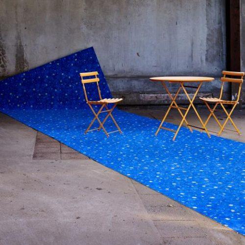 Flotex Van Gogh rulo halı uygulama görseli - 944 Terrace at night