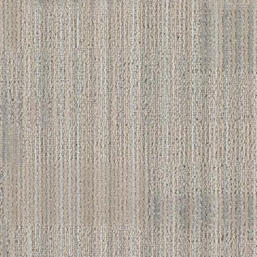 açık gri desenli çizgili karo halı