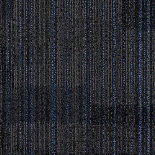 mavi çizgili siyah karo halı