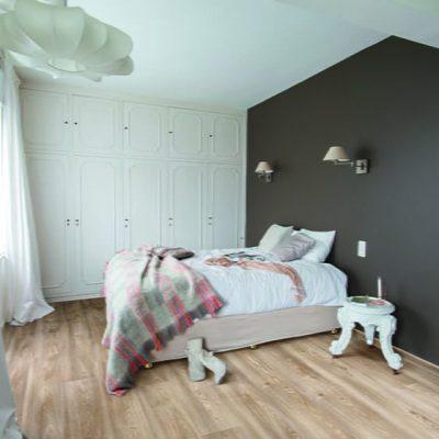 bedroom_grey_wall_Columbian_oak_296L-1