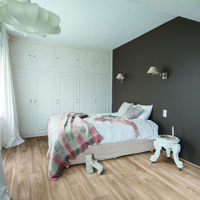 bedroom_grey_wall_Columbian_oak_296L