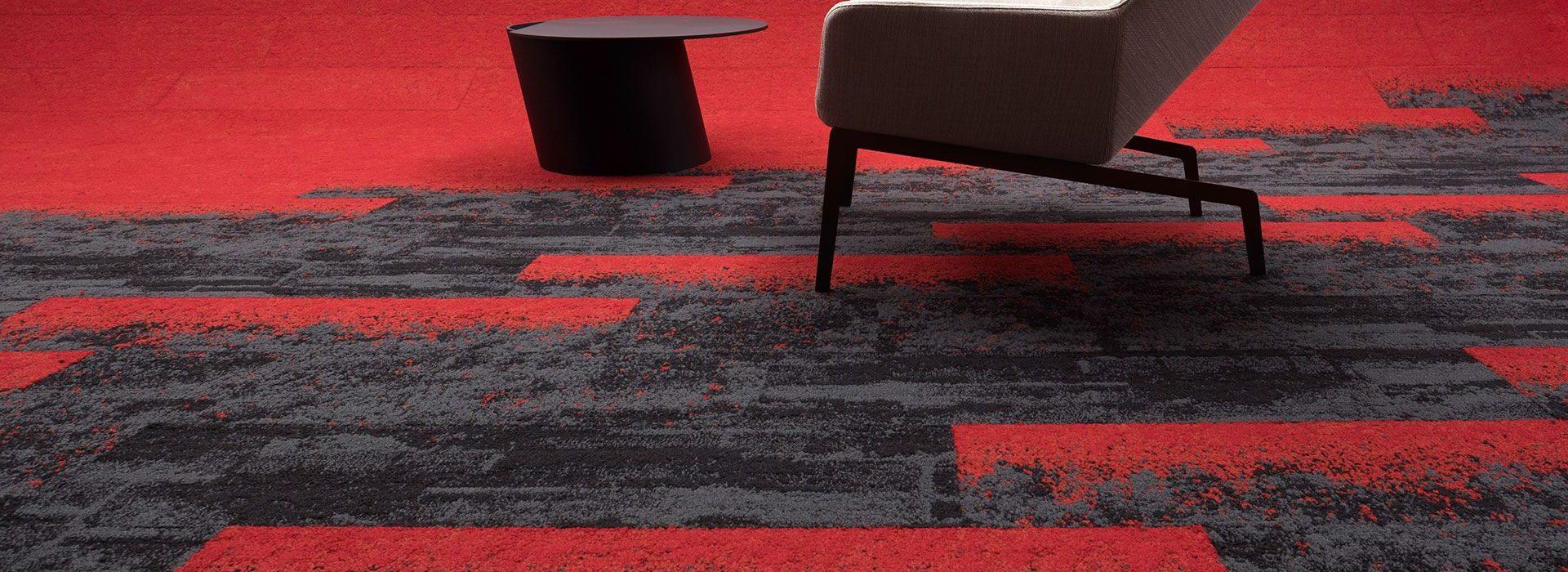 kırmızı ve siyah desenli karo ofis halısı